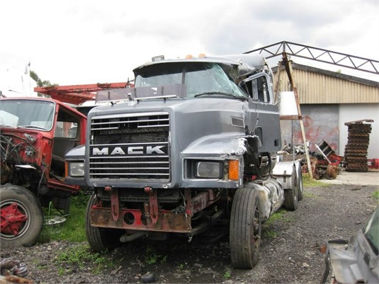 1995 Mack CHR688RST - Wrecking for Sale