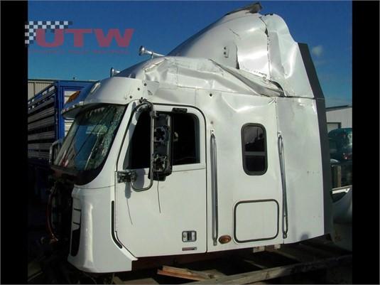 Freightliner Argosy 101 Cabin Universal Truck Wreckers - Parts & Accessories for Sale