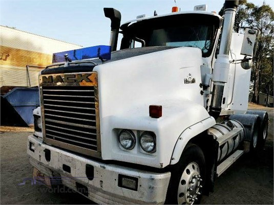 2001 Mack Trident - Wrecking for Sale