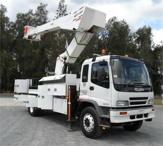 2004 Truck Body Travel Tower - Truck Bodies for Sale