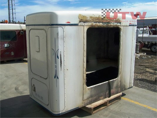 Kenworth Sleeper Box Universal Truck Wreckers - Parts & Accessories for Sale