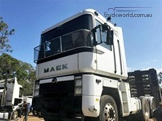 2003 Mack Magnum - Wrecking for Sale