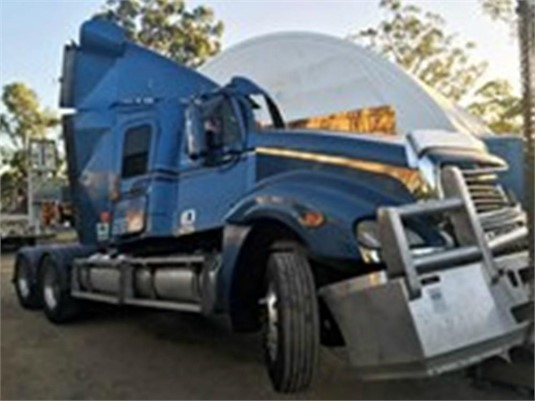 2004 Freightliner Columbia - Wrecking for Sale