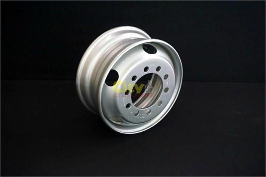 0 Steel Rims 10/225 6.75x17.5 - Parts & Accessories for Sale