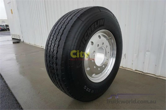 0 Michelin 385/65R22.5 Super Single Steer on Alcoa Durabright - Parts & Accessories for Sale