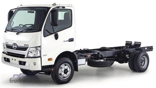 Hino 300 Series 921 Auto Medium