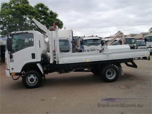 2008 Isuzu NPS 300 4x4 Table / Tray Top truck for sale ...
