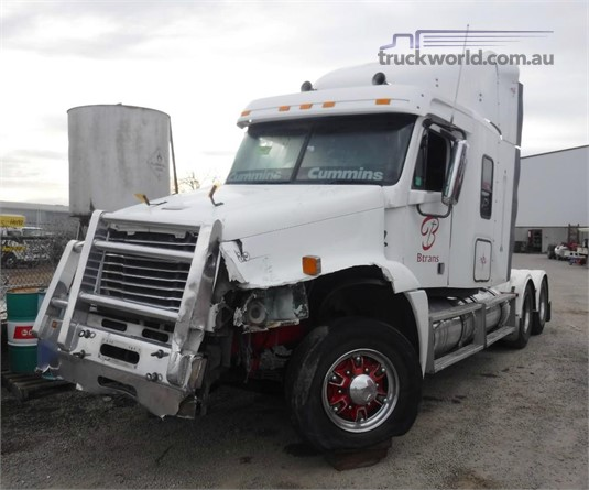 2005 Freightliner CST120 - Wrecking for Sale