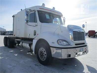 FREIGHTLINER COLUMBIA 120 Conventional Trucks W/ Sleeper For