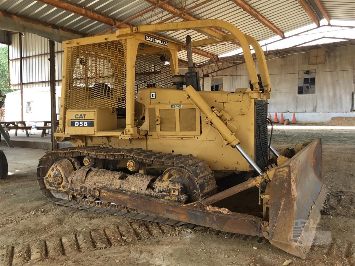 CAT D5B For Sale In Senatobia, Mississippi