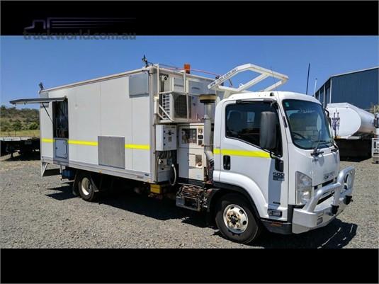 2013 Isuzu FRR Wheellink - Trucks for Sale