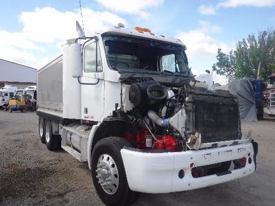 2007 Freightliner Columbia - Wrecking for Sale