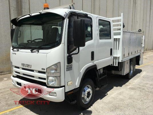 2009 Isuzu NPS 300 4x4 Crew Truck City - Trucks for Sale