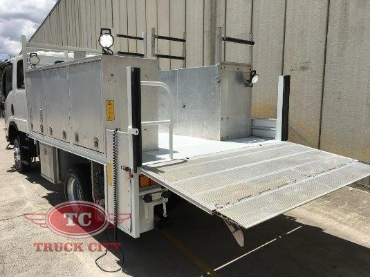 2009 Isuzu NPS 300 4x4 Crew Truck City - Trucks for Sale
