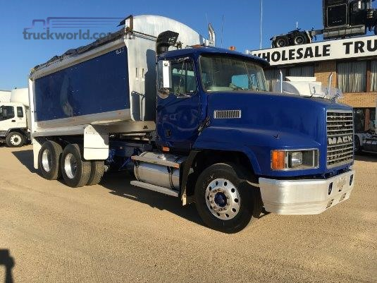 2003 Mack CH Fleetliner - Trucks for Sale