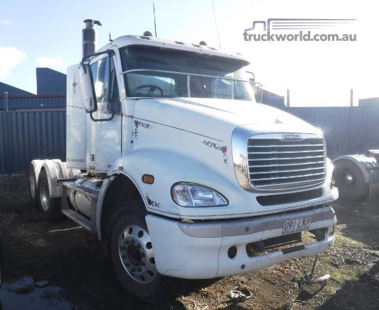 2002 Freightliner CENTURY 112 - Wrecking for Sale