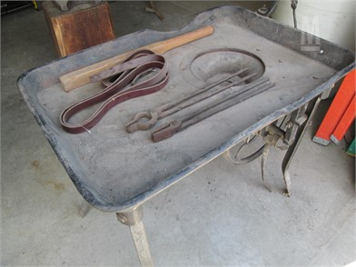 Blacksmith Workbenches / Tables Shop / Warehouse Auction