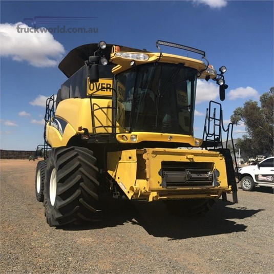 2005 New Holland CR970 - Farm Machinery for Sale