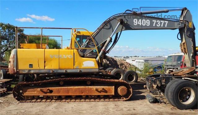 2000 Volvo EC240 Excavators - Tracked heavy machinery for