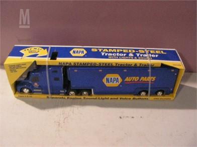 FARM TOYS 1ST GEAR 2002 NAPA STAMPED-STEEL TRUCK & TRAILER