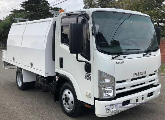 2009 Isuzu NNR 200 Trucks for Sale