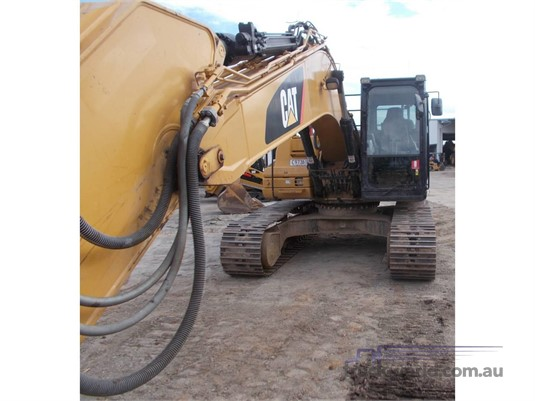 2011 Caterpillar 323DL Heavy Machinery for Sale
