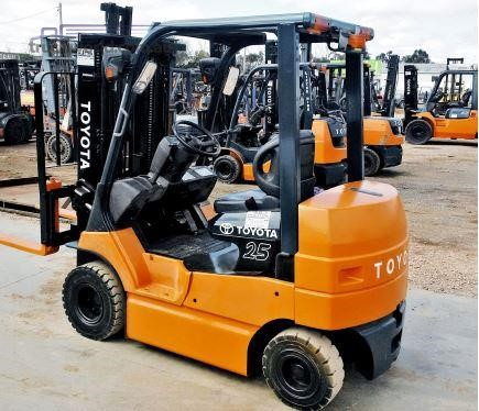 Toyota 7FBH25 Electric Forklift