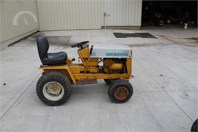 CUB CADET Riding Lawn Mowers Auction Results - 88 Listings