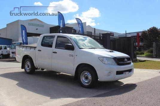 2011 Toyota Hilux Dual cab - Light Commercial for Sale