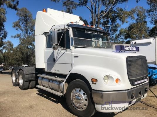 1999 Freightliner FL112 - Wrecking for Sale
