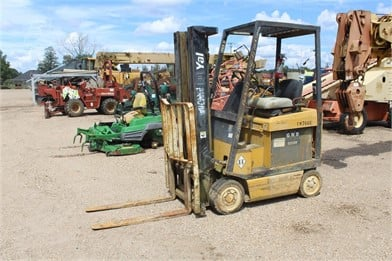 YALE 3000 LB CAPACITY ELECTRIC FORKLIFT W/ 3 STAGE   Auction