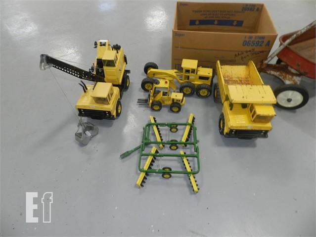 Tonka Toy Trucks >> Lot Qty Of Metal Tonka Toys Crane Grader Fork Lift Dump Truck Jd Disc