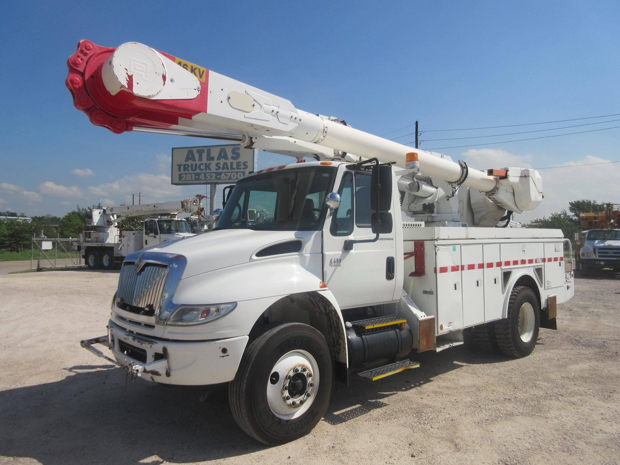Atlas Truck Sales >> 2005 Altec Am50 Mounted On 2005 International 4400 For Sale In Houston Texas