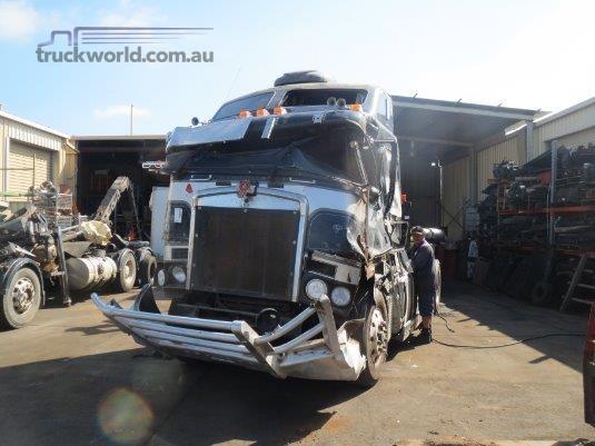 2006 Kenworth K104B - Wrecking for Sale