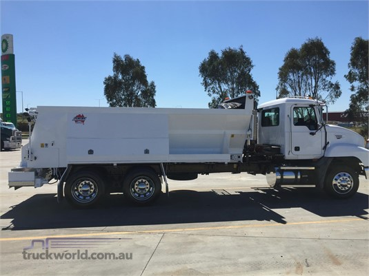 2006 Mack Metro Liner - Trucks for Sale