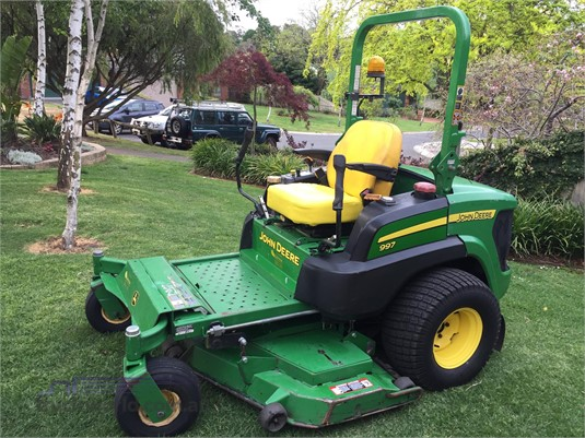 2011 John Deere 997 - Farm Machinery for Sale