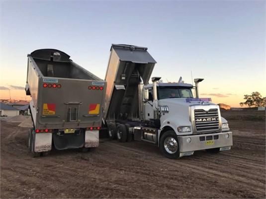 2011 Mack Trident - Trucks for Sale
