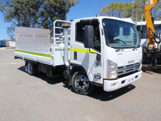 2015 Isuzu NPR 400 Medium - Trucks for Sale