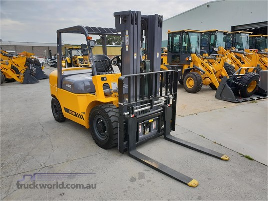2018 Victory Equipment VF50D Mast Forklifts