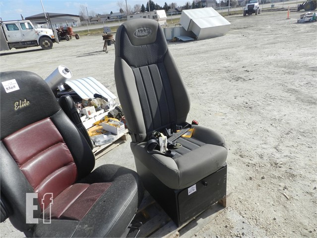 Sensational Equipmentfacts Com Peterbilt Paccar Truck Seat Auction Ocoug Best Dining Table And Chair Ideas Images Ocougorg