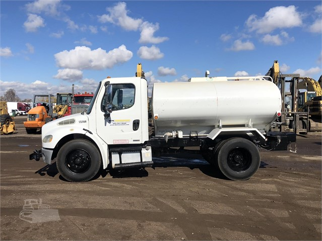 2006 FREIGHTLINER BUSINESS CLASS M2 106 For Sale In Aurora, Colorado