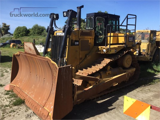 2014 Caterpillar D9R Heavy Machinery for Sale