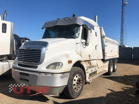 2005 Freightliner Columbia CL112 Universal Truck Wreckers - Wrecking for Sale