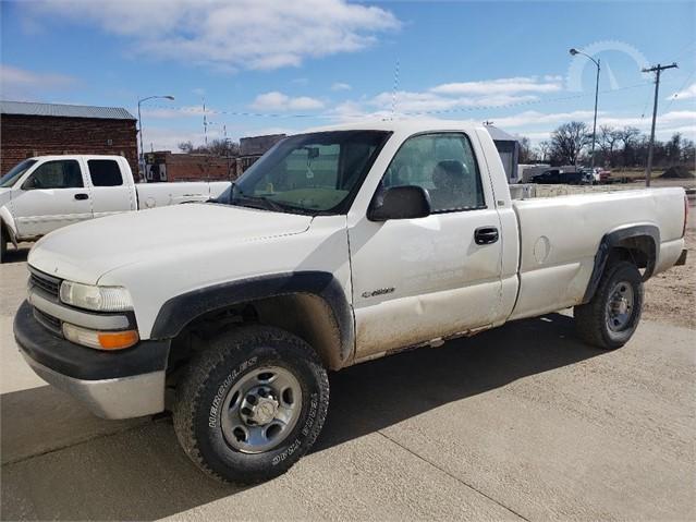 Lot 10572 2000 Chevrolet Silverado 2500