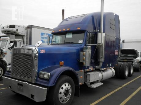Lot # - 2003 FREIGHTLINER FLD132 CLASSIC XL For Sale In Indianapolis,  Indiana
