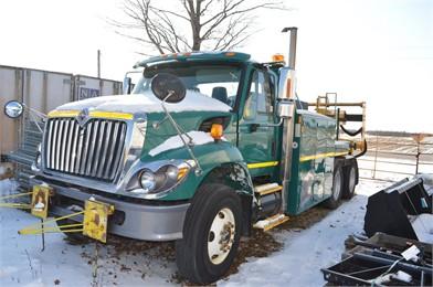INTERNATIONAL 7400 Service Trucks / Utility Trucks