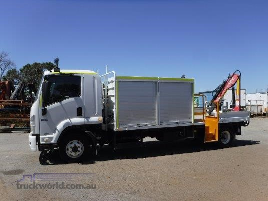 2011 Isuzu FRR 600 - Trucks for Sale