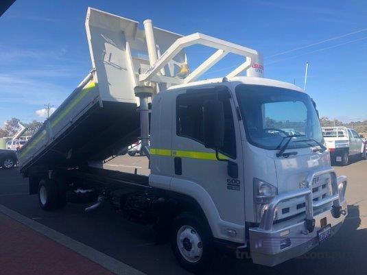 2012 Isuzu FRR 600 - Trucks for Sale