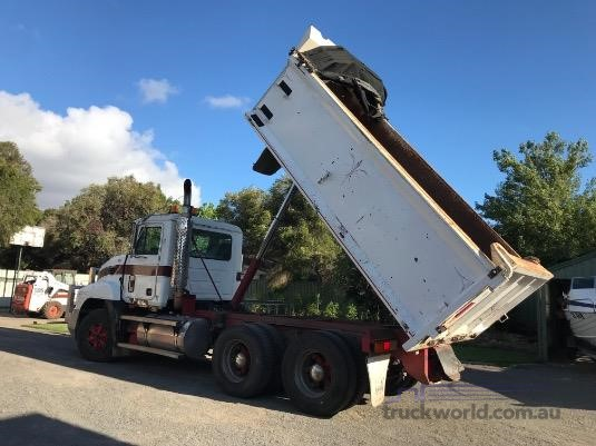 2003 Mack Metro Liner - Trucks for Sale