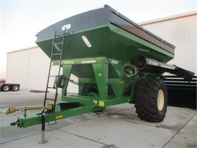 Gravity Wagons and Grain Carts | Kuhns Equipment